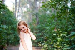 Κοκκινομάλλες κορίτσι σε ένα όμορφο φόρεμα Στοκ εικόνα με δικαίωμα ελεύθερης χρήσης