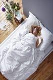 Κοκκινομάλλης ύπνος γυναικών Στοκ Εικόνα