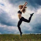 Κοκκινομάλλες αθλητικό κορίτσι Στοκ Φωτογραφίες