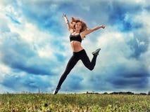 Κοκκινομάλλες αθλητικό κορίτσι Στοκ φωτογραφίες με δικαίωμα ελεύθερης χρήσης