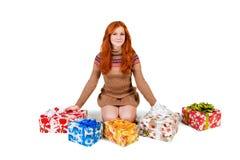 Κοκκινομάλλες κορίτσι με ένα δώρο Στοκ Εικόνες
