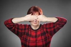 Κοκκινομάλλης γυναίκα, πορτρέτο, που δεν κοιτάζει Στοκ Φωτογραφίες