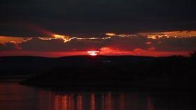 Κοκκινωπή εμφάνιση ηλιοβασιλέματος απόθεμα βίντεο
