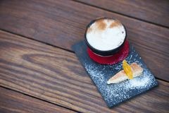 Κοκτέιλ γεύσης πιτών της Apple με τα καρυκεύματα και το παγωτό βανίλιας Στοκ φωτογραφίες με δικαίωμα ελεύθερης χρήσης