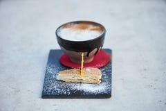 Κοκτέιλ γεύσης πιτών της Apple με τα καρυκεύματα και το παγωτό βανίλιας Στοκ φωτογραφία με δικαίωμα ελεύθερης χρήσης