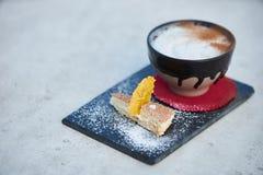 Κοκτέιλ γεύσης πιτών της Apple με τα καρυκεύματα και το παγωτό βανίλιας Στοκ εικόνες με δικαίωμα ελεύθερης χρήσης