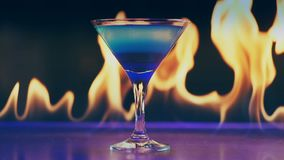 Κοκτέιλ στην πυρκαγιά σε έναν φραγμό φιλμ μικρού μήκους
