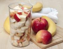 Κοκτέιλ του μήλου και της μπανάνας. Στοκ φωτογραφία με δικαίωμα ελεύθερης χρήσης