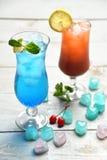 Κοκτέιλ της Μαργαρίτα martini και μπλε λιμνοθάλασσα με τον ασβέστη λεμονιών και το γ Στοκ εικόνες με δικαίωμα ελεύθερης χρήσης