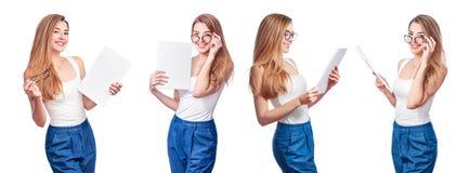 Κολάζ της χαμογελώντας επιχειρησιακής γυναίκας, που απομονώνεται στο άσπρο υπόβαθρο Σύγχρονη επιχειρηματίας στα γυαλιά με το διάσ στοκ εικόνα με δικαίωμα ελεύθερης χρήσης
