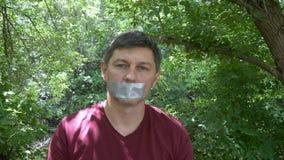Κολλημένο δεμένο με ταινία στόμα απόθεμα βίντεο