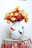 κολλημένο λουλούδια vase Στοκ φωτογραφία με δικαίωμα ελεύθερης χρήσης