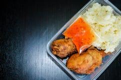 Κολλώδες ρύζι στο κιβώτιο Στοκ Εικόνες