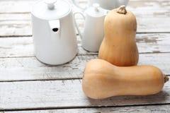 Κολοκύθα, φρέσκα λαχανικά ξύλινο countertop στοκ φωτογραφία με δικαίωμα ελεύθερης χρήσης