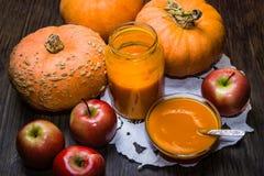 Κολοκύθες και μήλα Πουρές κολοκύθας και μήλων στοκ φωτογραφία με δικαίωμα ελεύθερης χρήσης