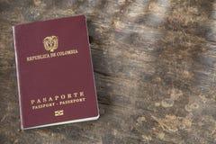 Κολομβιανό διαβατήριο έτοιμο να ταξιδεψει στο εξωτερικό στοκ φωτογραφίες με δικαίωμα ελεύθερης χρήσης