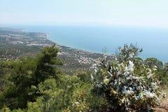 Κολπίσκος θάλασσας Edremit από το ναό Zeus. Στοκ Φωτογραφία