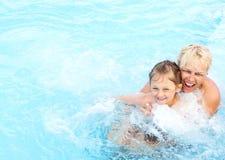 κολυμπώντας γυναίκα λιμνών κοριτσιών Στοκ Εικόνες