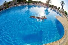 κολυμπώντας γυναίκα λιμ&n Στοκ εικόνες με δικαίωμα ελεύθερης χρήσης