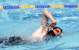 Κολυμπώντας επαγγελματίας ελεύθερης κολύμβησης Στοκ φωτογραφία με δικαίωμα ελεύθερης χρήσης