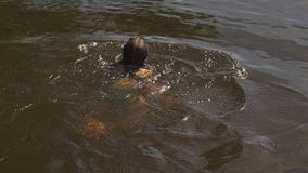Κολυμπώντας κορίτσι κίνηση αργή απόθεμα βίντεο