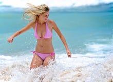 Κολυμπώντας bikini κορίτσι Στοκ Εικόνες