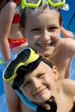 κολύμβηση αδελφών Στοκ εικόνα με δικαίωμα ελεύθερης χρήσης