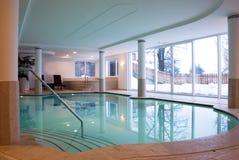κολύμβηση θερέτρου λιμνώ&nu Στοκ Εικόνες