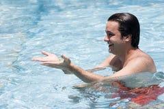 κολύμβηση λιμνών ατόμων στοκ εικόνα