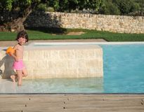 κολύμβηση λιμνών κοριτσιώ&nu Στοκ εικόνα με δικαίωμα ελεύθερης χρήσης