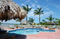 κολύμβηση λιμνών ξενοδοχ&e στοκ εικόνες