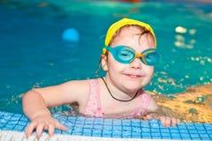 κολύμβηση λιμνών παιδιών Στοκ φωτογραφίες με δικαίωμα ελεύθερης χρήσης