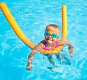 κολύμβηση λιμνών παιδιών Στοκ Εικόνα