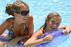 κολύμβηση λιμνών παιδιών Στοκ Φωτογραφίες