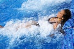 κολύμβηση λιμνών jacuzzi στοκ φωτογραφία με δικαίωμα ελεύθερης χρήσης