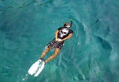 κολύμβηση με αναπνευστήρα ατόμων Στοκ Εικόνα