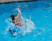 κολύμβηση παιδιών Στοκ Φωτογραφία