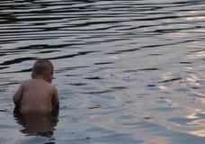 κολύμβηση παιδιών Στοκ Εικόνες