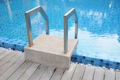 κολύμβηση σκαλοπατιών λιμνών Στοκ φωτογραφία με δικαίωμα ελεύθερης χρήσης