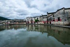 Κομητεία Yixian, σύννεφα Anhui Hongcun κάτω από το έλος Στοκ Φωτογραφίες