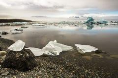 Κομμάτια πάγου τήξης σε Jokulsarlon Στοκ Εικόνες