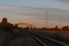 Κομμάτια σιδηροδρόμων με τη γέφυρα Στοκ Εικόνες