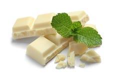 Κομμάτια της άσπρης σοκολάτας με τη μέντα στοκ εικόνες με δικαίωμα ελεύθερης χρήσης