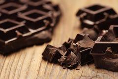 Κομμάτια της σκοτεινής σοκολάτας Στοκ Εικόνες