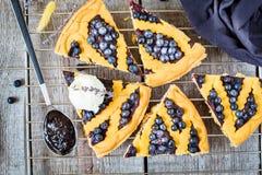 Κομμάτια της σπιτικής ανοικτής πίτας βακκινίων Στοκ φωτογραφίες με δικαίωμα ελεύθερης χρήσης