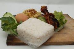 Κομμάτια του τηγανισμένου κοτόπουλου με το πικάντικο καρύκευμα, έκδοση 7 Στοκ Φωτογραφία