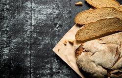 Κομμάτια του φρέσκου ψωμιού στοκ φωτογραφία με δικαίωμα ελεύθερης χρήσης
