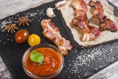 Κομμάτια του ψημένου κρέατος snack κρέας που τεμαχίζεται στοκ εικόνες