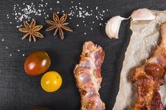 Κομμάτια του ψημένου κρέατος snack κρέας που τεμαχίζεται στοκ εικόνα με δικαίωμα ελεύθερης χρήσης