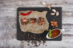 Κομμάτια του ψημένου κρέατος snack Κρέας στη γλυκόπικρη σάλτσα στοκ εικόνες